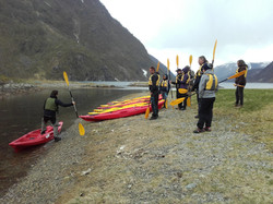 Instruction boarding Kayak 2