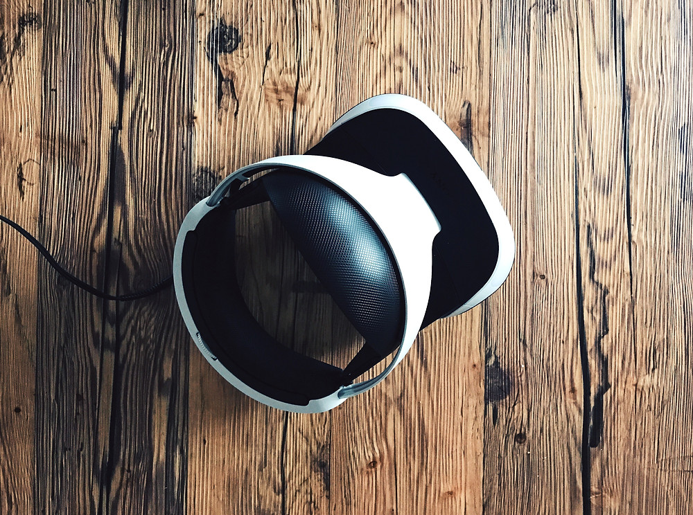 Virtual reality headset. Some of the early technology that may be adopted in the teaching of core surgical training.