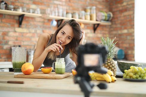 food-vlogger.jpg
