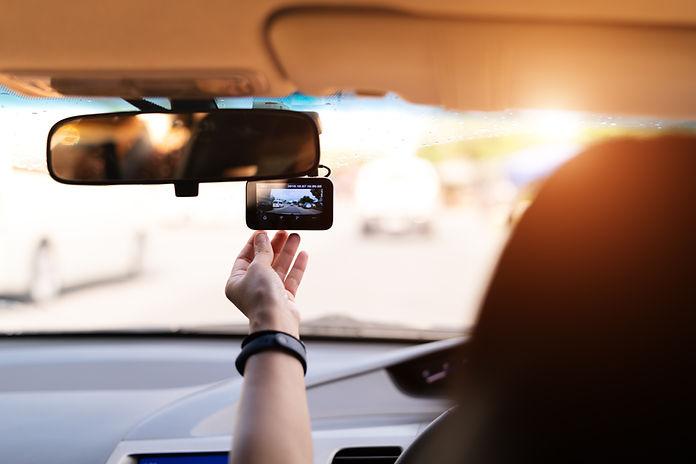 front-camera-car-recorder-woman-set-vide
