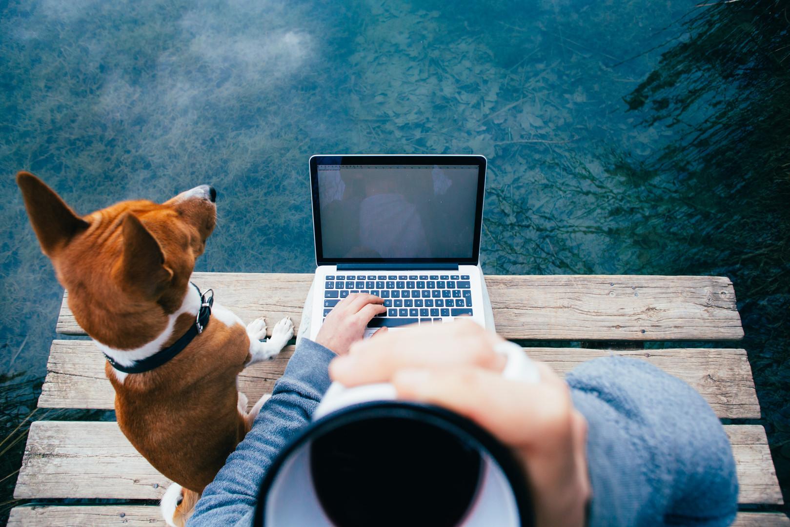 pov-man-drink-coffee-work-laptop-lake.jp