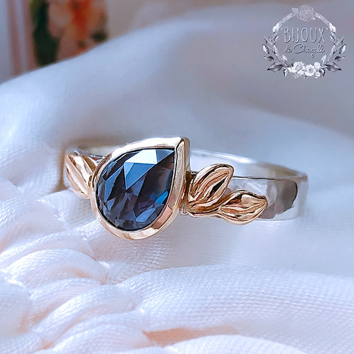 Colour Change Rare Pear Alexandrite with Gold Leaves details ring.