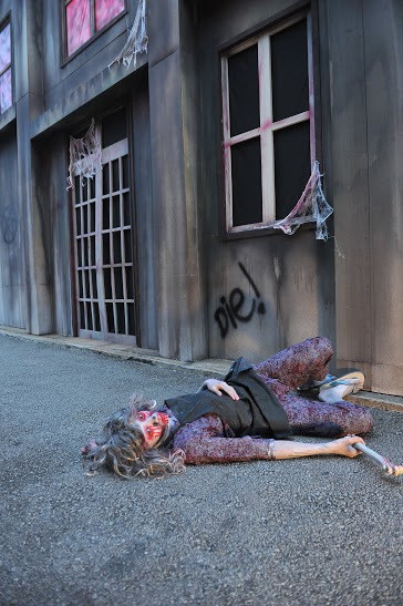 Sentosa Spooktacular 2014 - Ambience characters roaming the streets of Laddaland  (3)