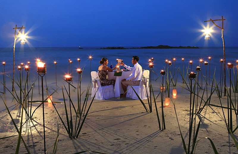 Destination Dining - At The Water's Edge