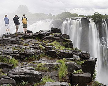 tourists-observing-victoria-falls_92761_