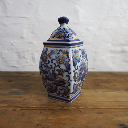 Oriental Style Blue & White Ginger Jar with lid
