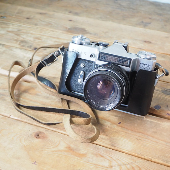 Zenit-e Moskva 80 35mm Film Camera