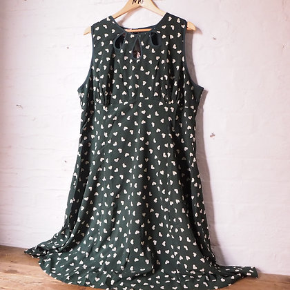Banned Apparel Dancing Days Green with White Hearts Tea Dress size 4XL