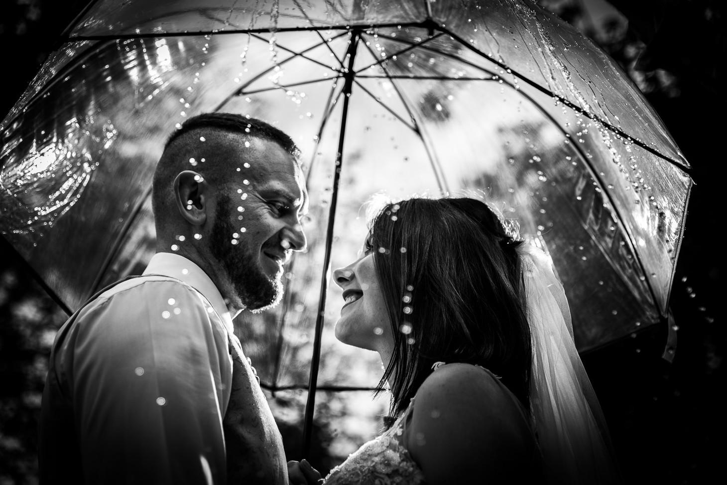 Brautpaar im Regen. Parkinsel - Stadtpark Ludwigshafen. Photo made by Willi Lasarenko Photography.