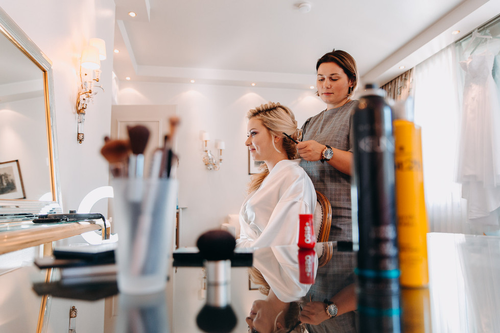 Getting Ready der Braut Frisur Schminke