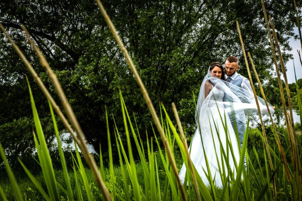 Brautpaar am Rhein. Parkinsel - Stadtpark Ludwigshafen. Photo made by Willi Lasarenko Photography.