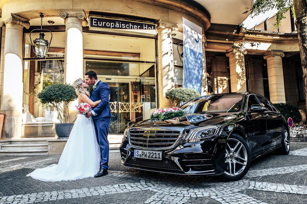 Hochzeitsshooting mit dem Brautpaar Mercedes S-Klasse Hochzeitsauto Hochzeitsfotograf