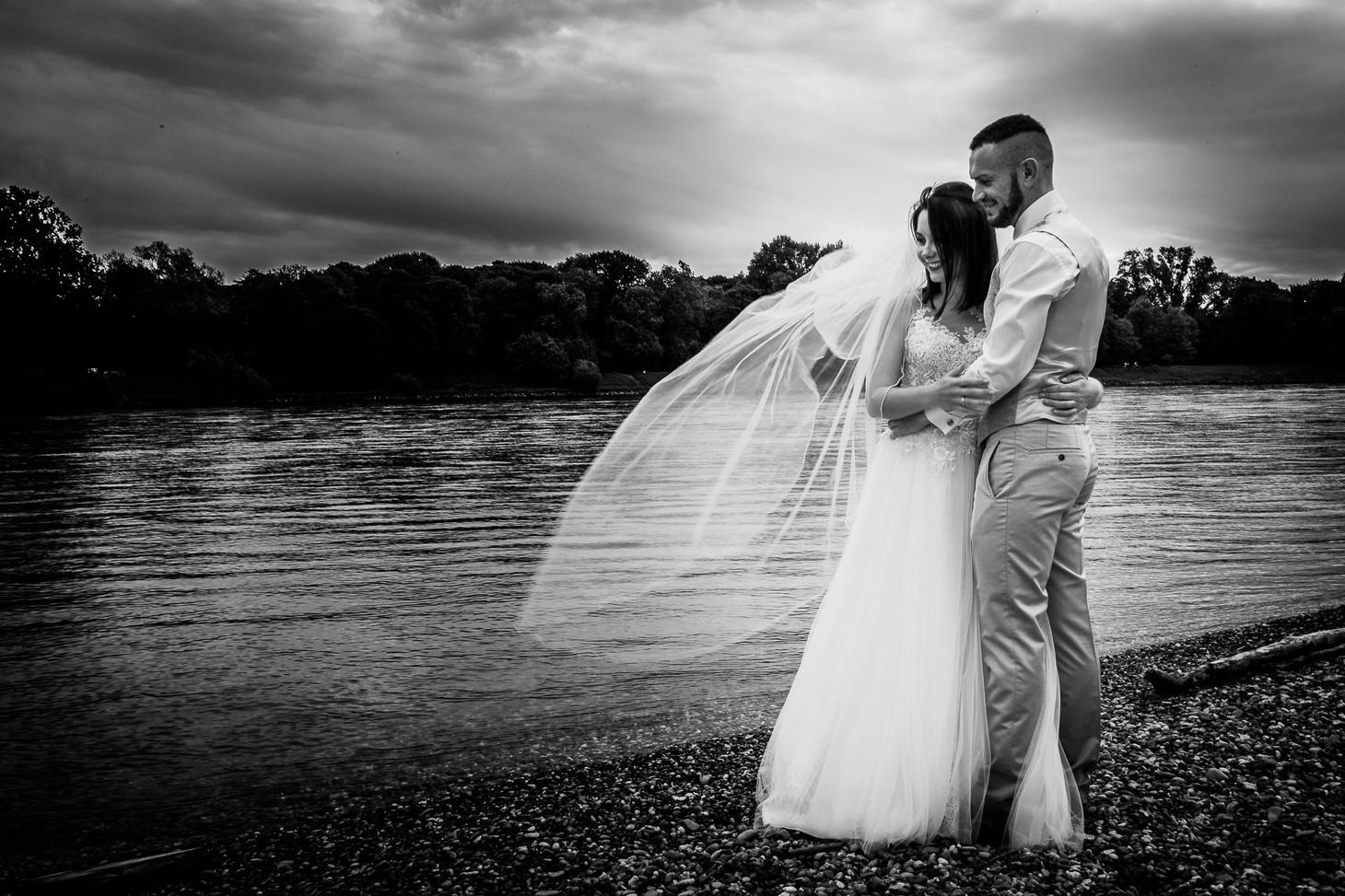 Das Brautpaar am Rhein, Parkinsel - Stadtpark Ludwigshafen. Photo made by Willi Lasarenko Photography.