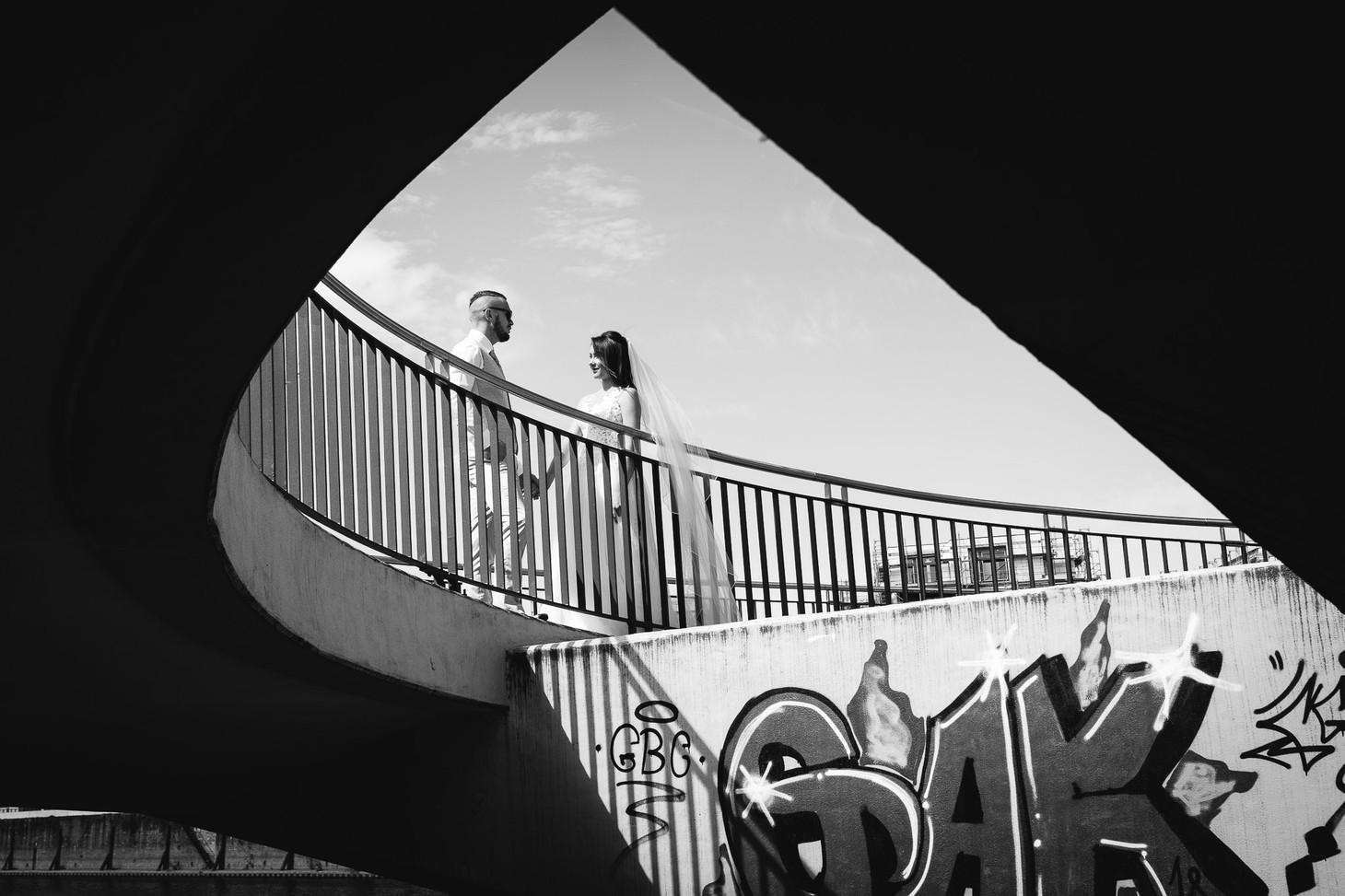 Das Brautpaar und das Framing, Parkinsel - Stadtpark Ludwigshafen. Photo made by Willi Lasarenko Photography.