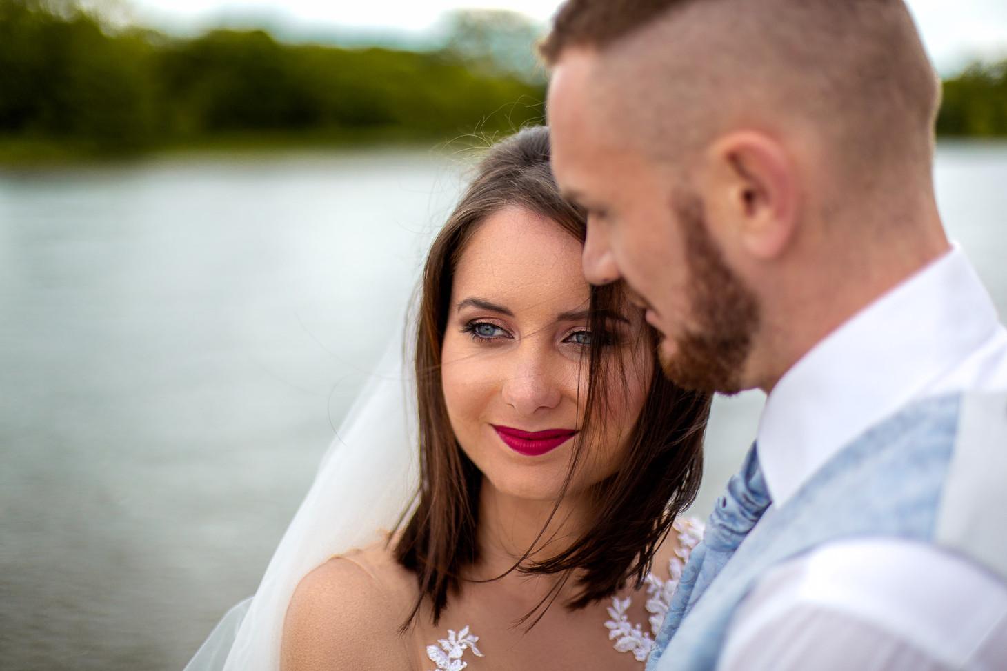 Das Brautpaar hat nur Augen für einander, Parkinsel - Stadtpark Ludwigshafen. Photo made by Willi Lasarenko Photography.