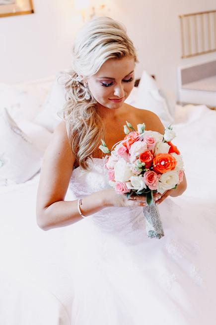 Braut und ihr schönes Brautstrauß in Heidelberg