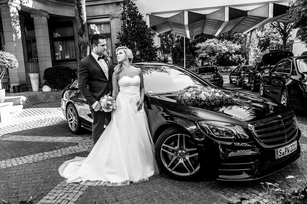 Hochzeitsshooting mit dem Brautpaar Mercedes S-Klasse Hochzeitsauto Hochzeit