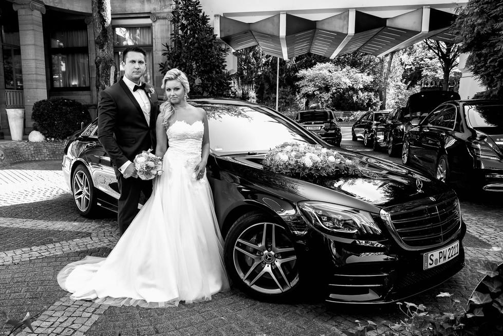 Hochzeitsshooting mit dem Brautpaar Mercedes S-Klasse Hochzeitsauto Foto