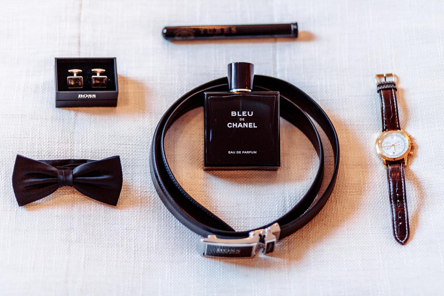 Accessoires vom Bräutigam beim Getting Ready Hochzeitsfotograf