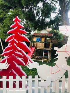 Η όμορφη αυλή του Modus Vivendi bKK ντύθηκε στα γιορτινά!