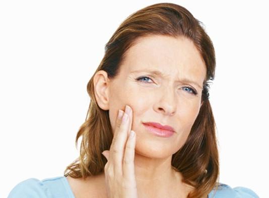 Ευαισθησία των δοντιών : Αίτια και αντιμετώπιση