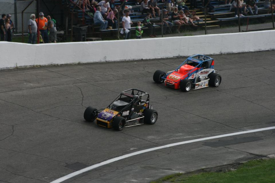 Jerry Coons Jr. leads eventual winner Kody Swanson during the Little 500 at Anderson Speedway. (John Lehmann photo)
