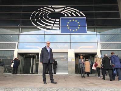 משה קלוגהפט בפרלמנט האירופי (2).jpeg