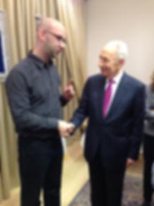 משה קלוגהפט ניהל קמפיין מוצלח לזוכה פרס נובל שמעון פרס Moshe Klughaft managed a successful campaign for Nobel Prize winner Shimon Peres