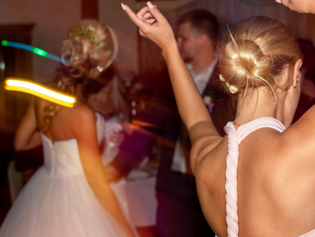 When should I Book a DJ for my wedding?