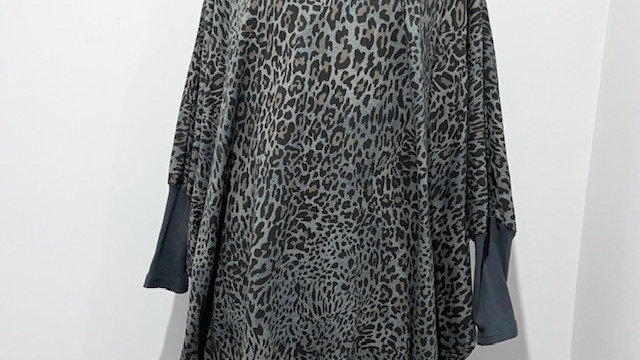 V Neck Animal Oversized Print Tunic with Batwing Sleeves