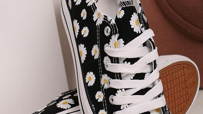 Black Daisy Pumps