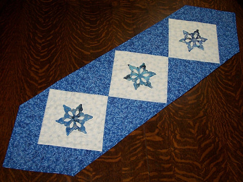 Free Pattern Snowflake Table Runner