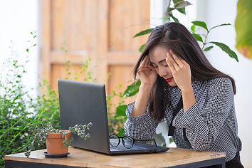 businesswoman-headache-from-work_k.jpg