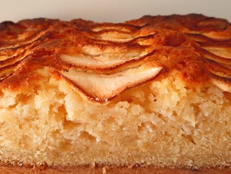 Appelcake met amandelspijs en stevige taartbodem.