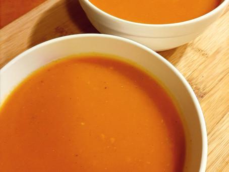 Pompoen-tomaat soep.