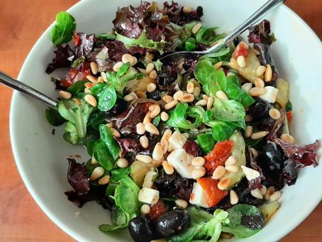Zomerse salade met courgette en feta.