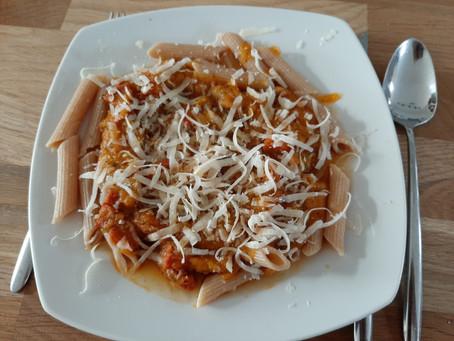 Herfst op je bord: pasta met pompoen en chorizo.