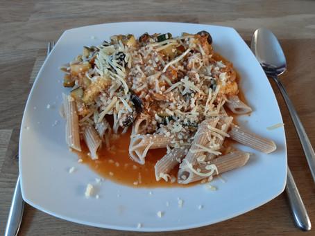 Makkelijke maaltijd: pasta met tonijn en courgette.