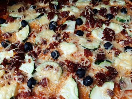 Elisa probeert: pizza met hot pepperoni worst van Stegeman.