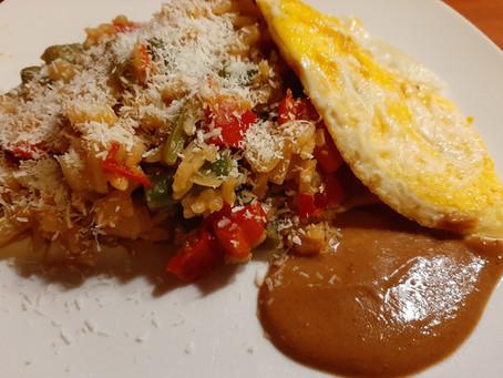 Vegetarische nasi met witte kool, sperziebonen en paprika.