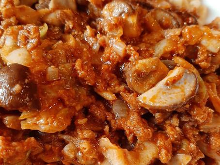 Vegetarische pasta pesto met champignons en witte kool.