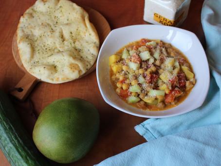 Kikkererwten curry met mango en komkommer.