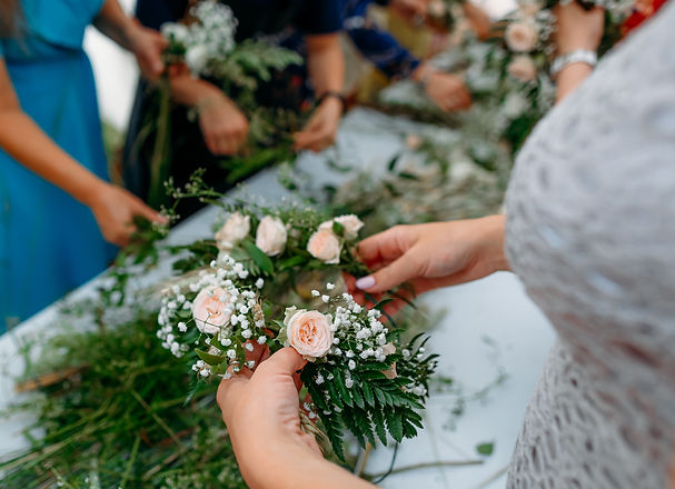 Making a Festive flower wreath, circlet