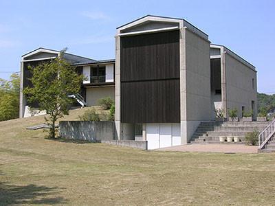吉井いしぶみの里公園内の多胡碑記念館