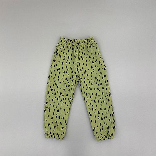 En:Paper - Leopard Pants
