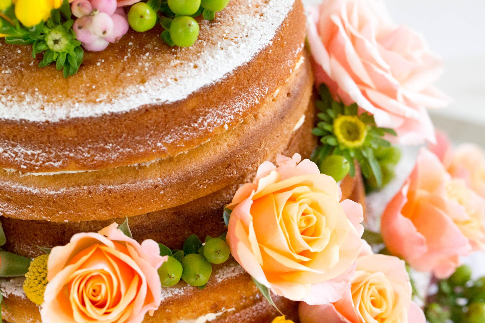 Vanilla & Raspberry Cake