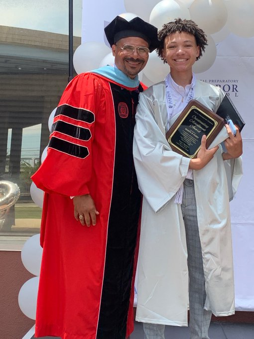 Graduating Senior w. Associates