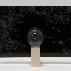 Técnica:Resina y acrílico. Medidas:esfera de 5cm de diametro y base de 17cm, 25 cm y 10cm.