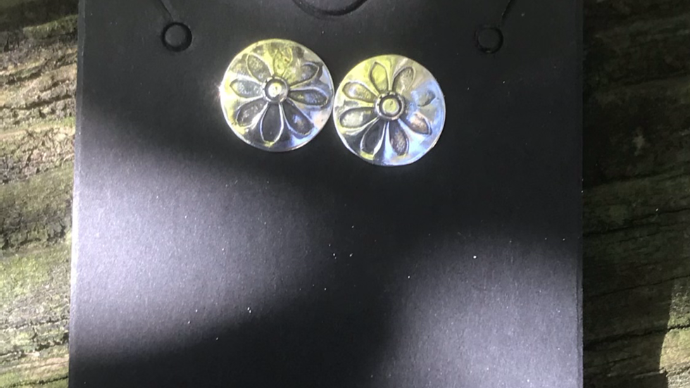 Mask Friendly Daisy Earrings
