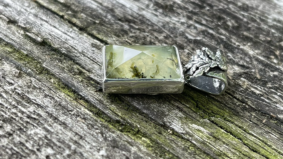 Miss Green Agate pendant